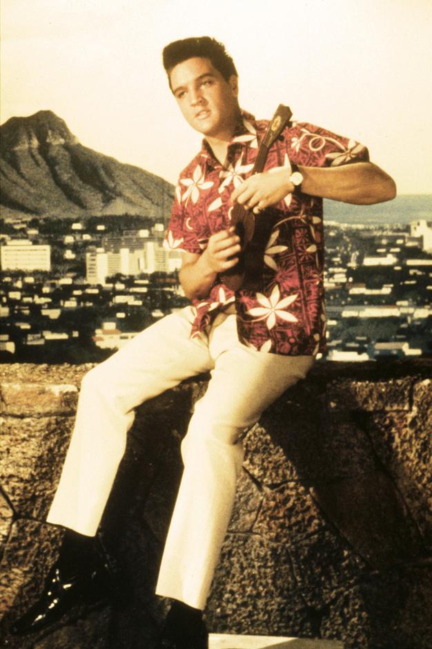 Elvis-en-chemise-hawaienne